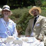 Dunnton Picnic Couple